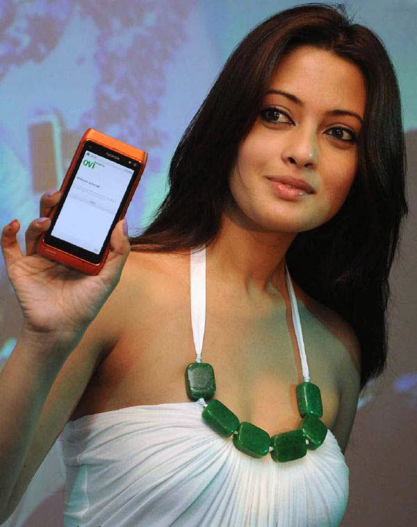sizzling hot nokia n8
