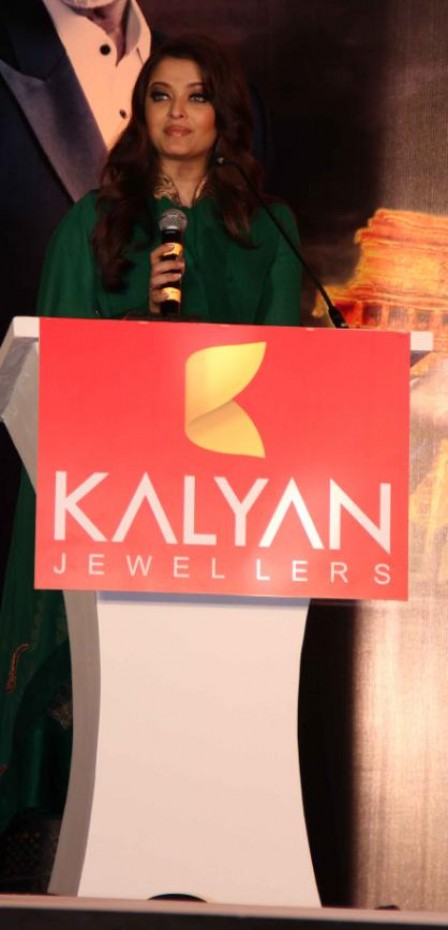 Aishwarya Rai Bachchan Inaugurated Kalyan Jewelers' 2 Showrooms in Mumbai