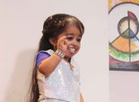 Shortest Woman On the Sets of 'Pyaar Mein Locha' Movie