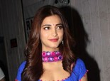 Shruti Haasan On the Sets of 'Ramaiya Vastavaiya' on April 5, 2013