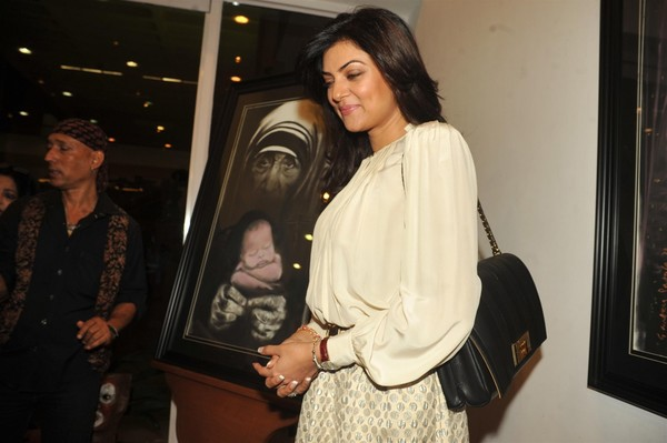 Sushmita Sen and Raageshwari Loomba at 'WOMEN AND WE MEN' Art Exhibition Inauguration
