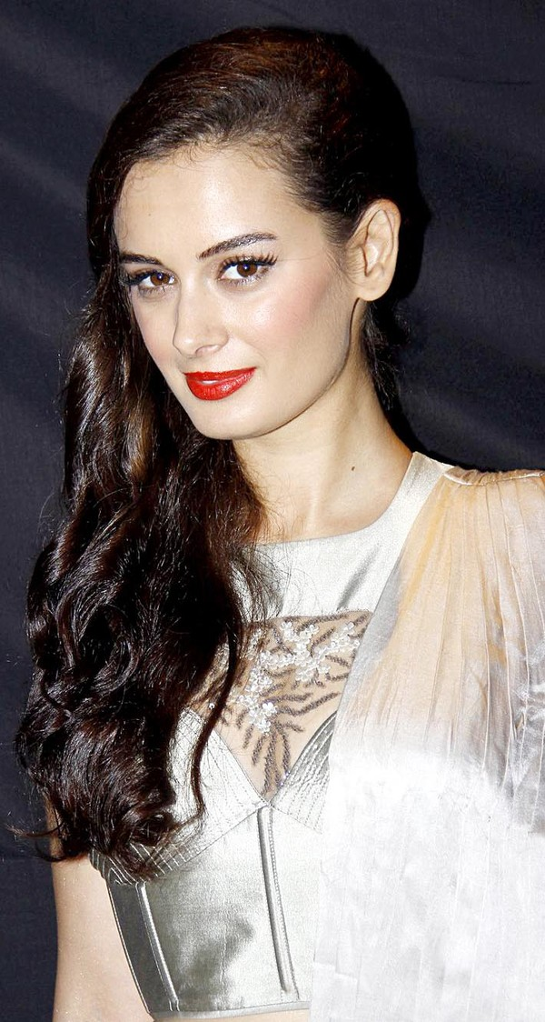 Evelyn Sharma walks the ramp for Sonakshi Raj's Demure Collection at RFW 2013