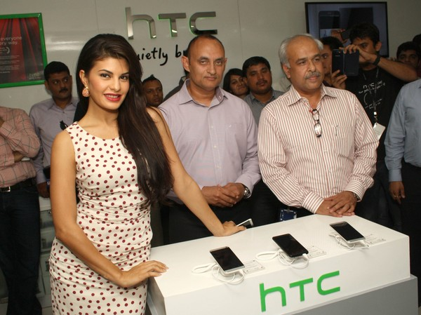 Jacqueline Fernandez at HTC One Smartphone Launch in New Delhi