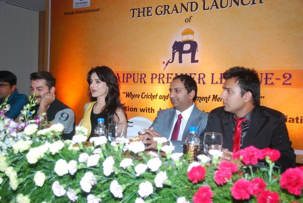 Neil Nitin Mukesh, Ameesha Patel promoting 'Shortcut Romeo' at Jaipur Premier League Season 2 Launch