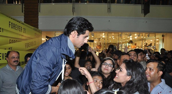 Siddharth Malhotra Launches 'Forever 21' - Men's Collection