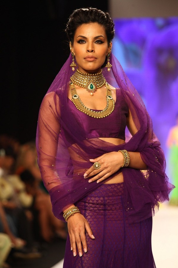Karisma Kapoor walks the ramp for Kay Jewels at IIJW 2013 - Day 4