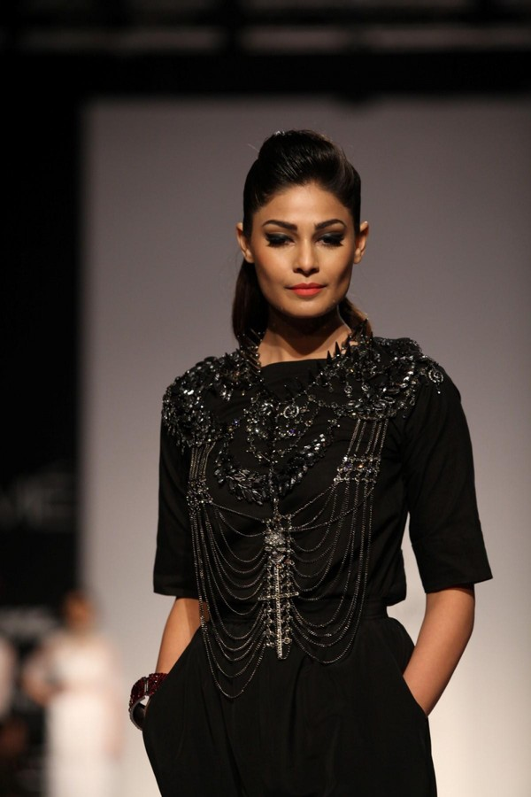 Puja Gupta Walks the Ramp for Sutariya & Heena Surani's Show at Lakme Fashion Week Winter-Festive 2013 - Day 5