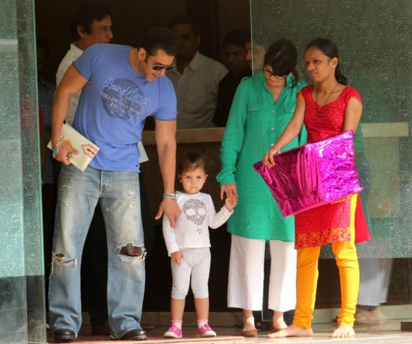 Salman Khan, Sohail Khan, Arbaaz Khan with Family on the eve of Raksha Bandhan (2013)