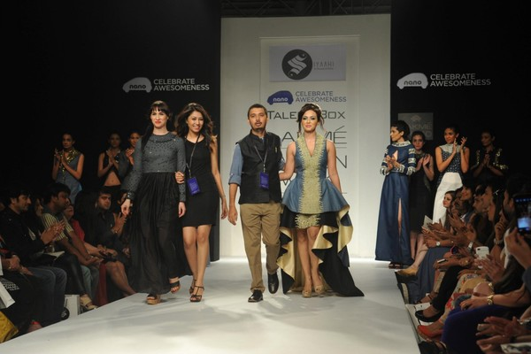Sana Khan Walks the Ramp for Poonam and Rohit's Show at Lakme Fashion Week Winter-Festive 2013 - Day 4