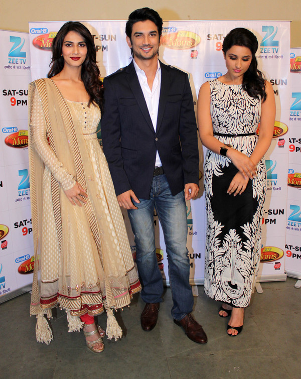 'Shudh Desi Romance' Promotion On the Sets of 'Dance India Dance Super Moms' TV Show